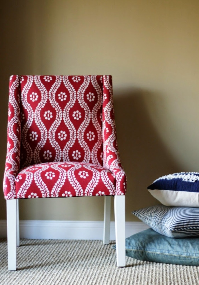 chair leg makeover with Martha Stewart vintage decor paint