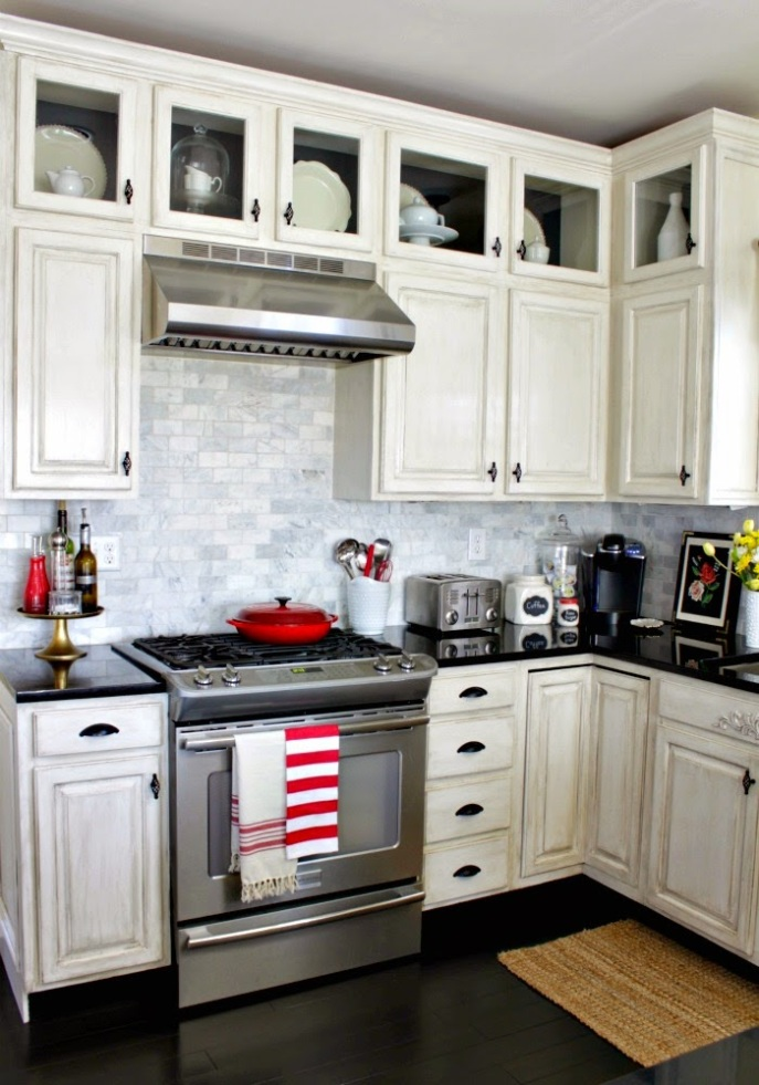 white kitchen/ marble backsplash/ black hardware/ stainless appliances