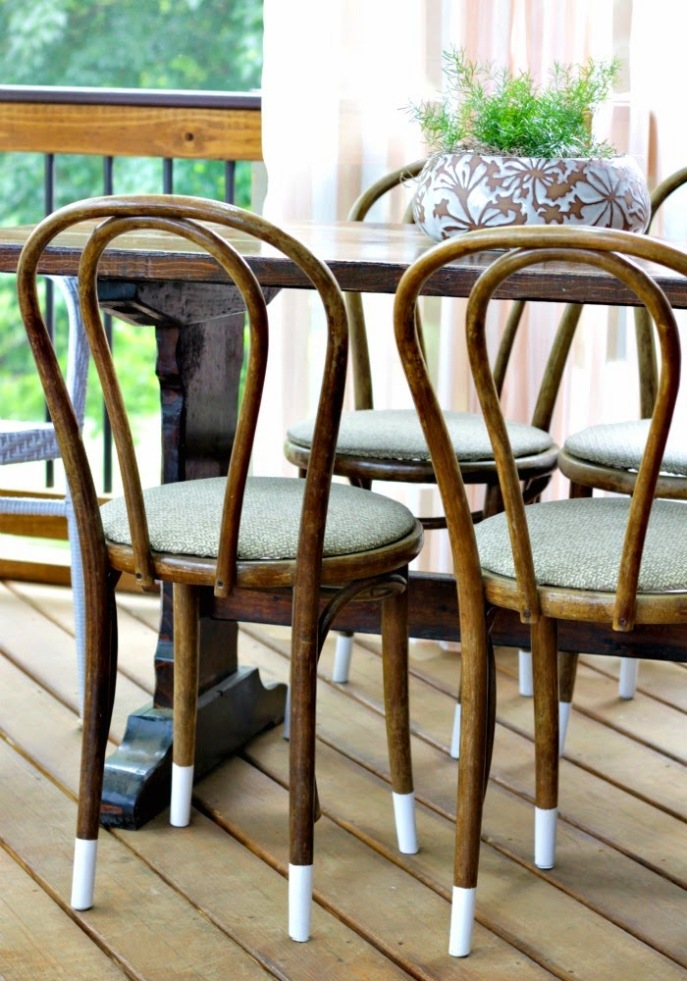 screened porch - outdoor dining table and chairs