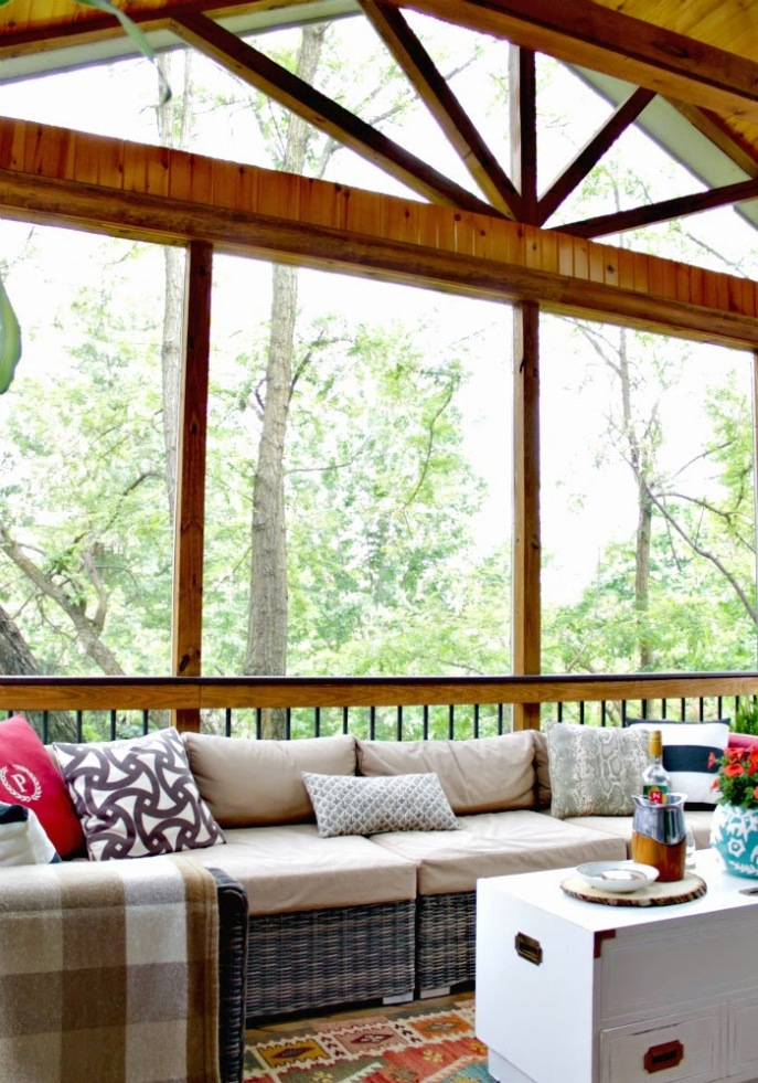 screened porch/ deck