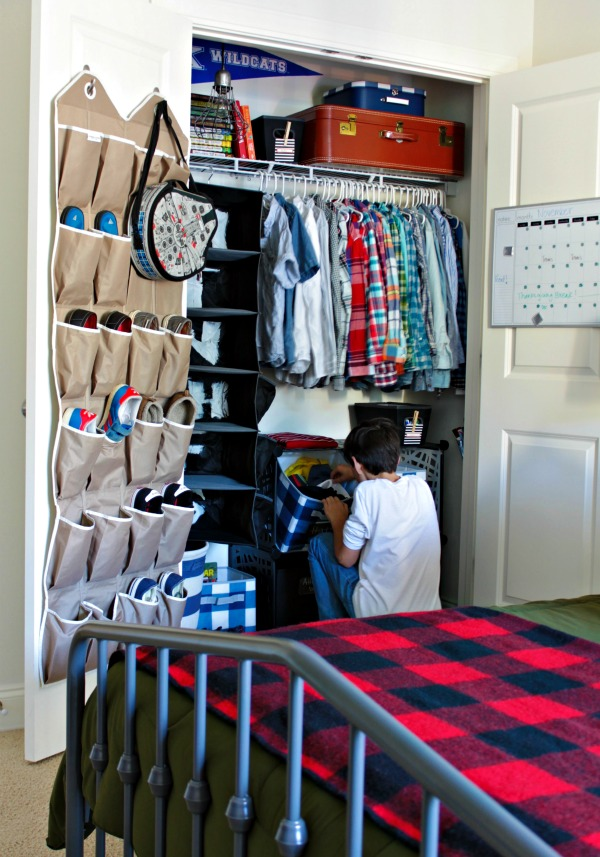 closet organized for tween - make it easy for them to put things away