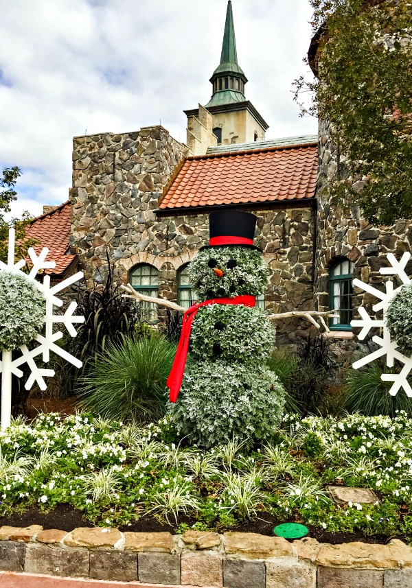Disney World Christmas - Snowman made from Dusty Miller