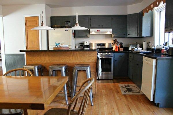 reader design dilemma - pendant lights over the kitchen island